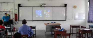SJKC Chong Teik training-epson-interactive-lcd-projector-with-full-system-featured img